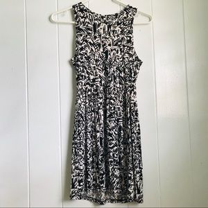 Dresses & Skirts - Geometric fit and flare dress